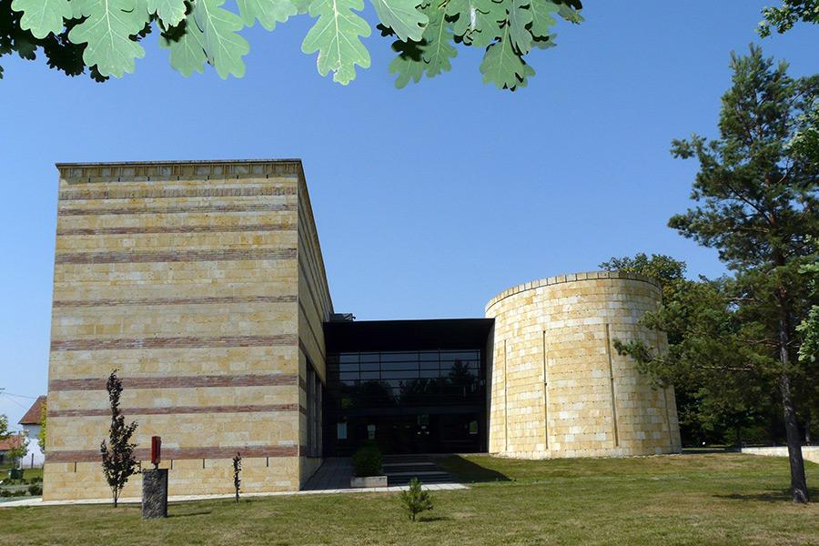 http://nyelvmuzeum.net//images/muzeum/bemutatkozas/muzeum/galeria/muzeum_01.jpg
