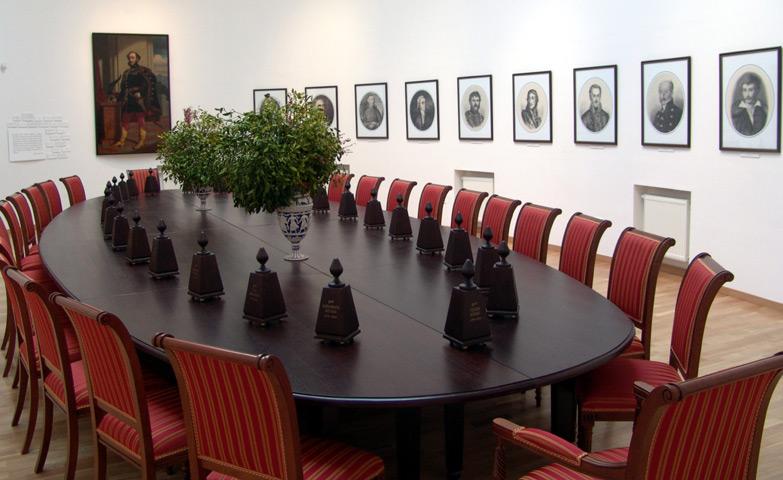 http://nyelvmuzeum.net//images/muzeum/kiallitas/archivum/akademiai_terem/galeria/akademiai_terem_2b.jpg